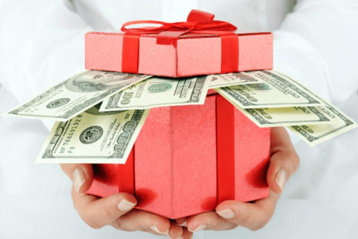 Сколько денег дарить на день рождение подруге, другу. Сколько принято дарить денег на свадьбу. Как оригинально подарить деньги.