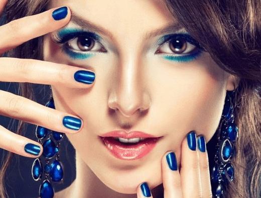 Маникюр в синих тонах. Синий маникюр сочетание цветов. Как сделать лунный маникюр. Французский маникюр с синим цветом.
