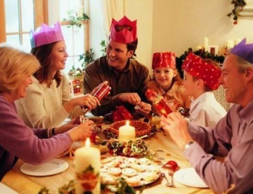 Новогодние игры для всей семьи. Застольные новогодние игры смешные, прикольные. Новогодние загадки, игры на улице.