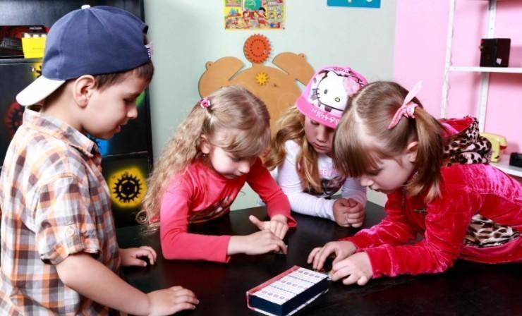 Игры в квест в домашних условиях для детей 5,6,7,8,9,10 лет. Квест загадки для поиска подарка детям. Готовый сценарий квеста для детей дома.