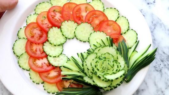 Красивая нарезка из овощей на праздничный стол. Как сделать нарезку из огурца, помидора, редиса.Хризантема из лука. Красивая нарезка овощей на Новый год Быка фото.