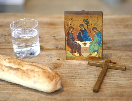 Какие православные посты в 2021 году, в чем их суть. Даты православных постов, правила питания.