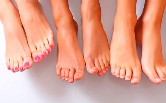 Почему пахнут ноги у женщин