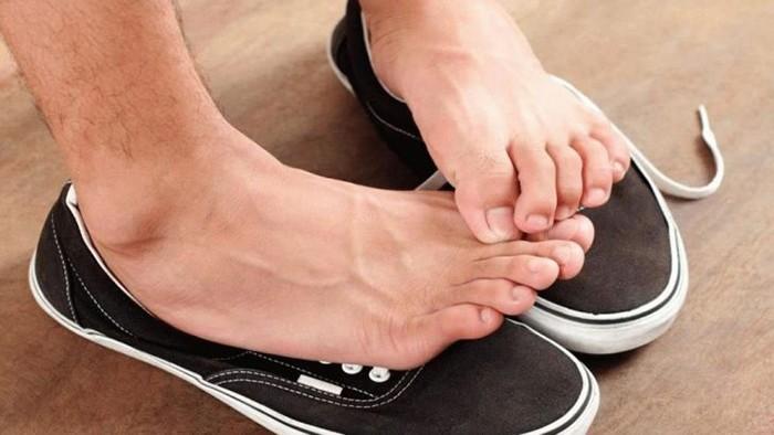 Почему пахнут ноги у мужчин