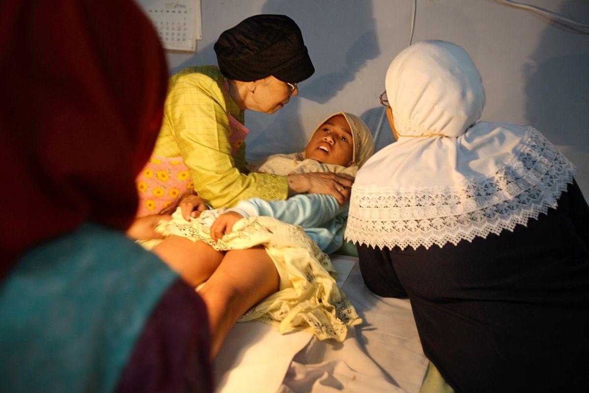 Как делают женское обрезание