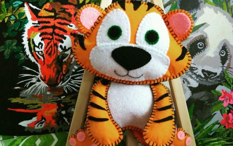Как сделать тигра своими руками: из фетра, бумаги, картона, пластилина, гороха, пластикового стаканчика. Елочная игрушка тигр.